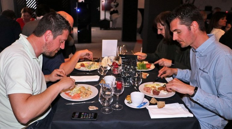 Reserveer jouw tafel voor de komst van Charleroi!