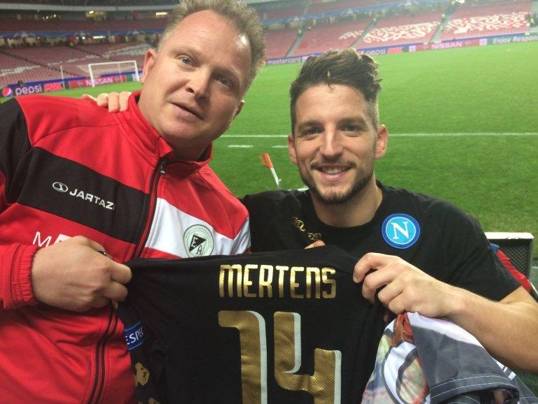 Napoli-shirt Dries Mertens zondag in het stadion