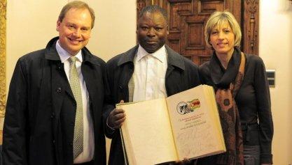 Moses Chunga ontvangen op het stadhuis