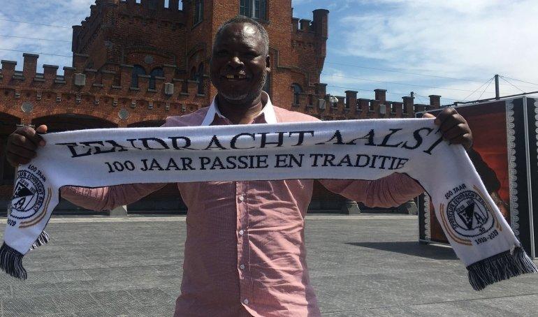Clublegende Moses Chunga aangekomen in Aalst!