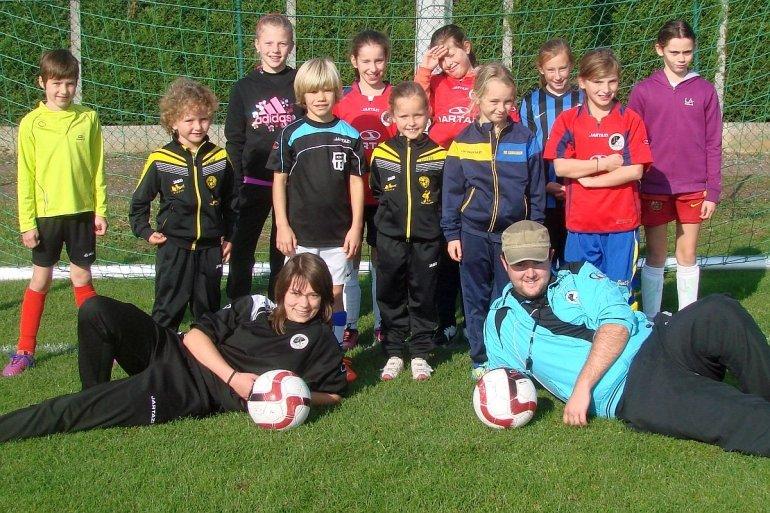 Eerste voetbalkamp voor meisjes